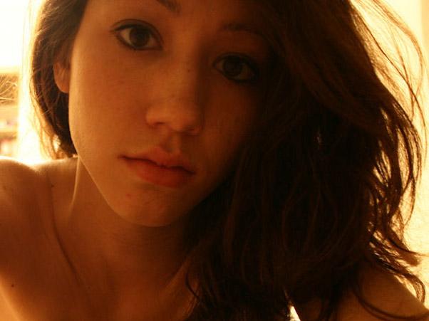 exfreundin-fingert-sich-selfie-6